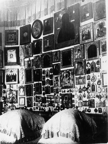 Мраморный крестик Бобров памятник с сердцем Облучье